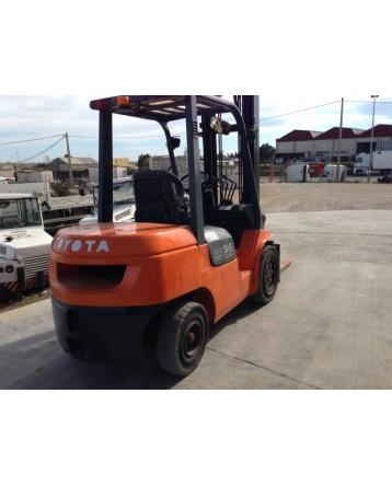 Forklift Toyota 02 7FDF35 2001